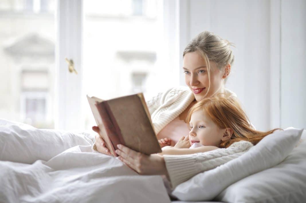 L'histoire pour s'endormir: moment important avec votre enfant