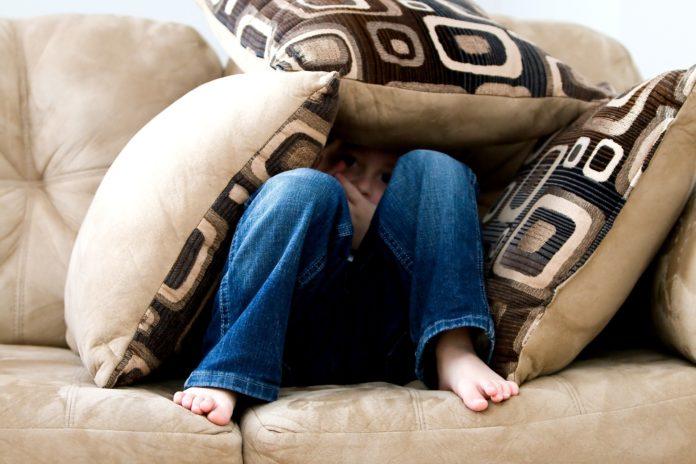 Mon enfant a peur de dormir seul : comment l'aider à passer ce cap ?