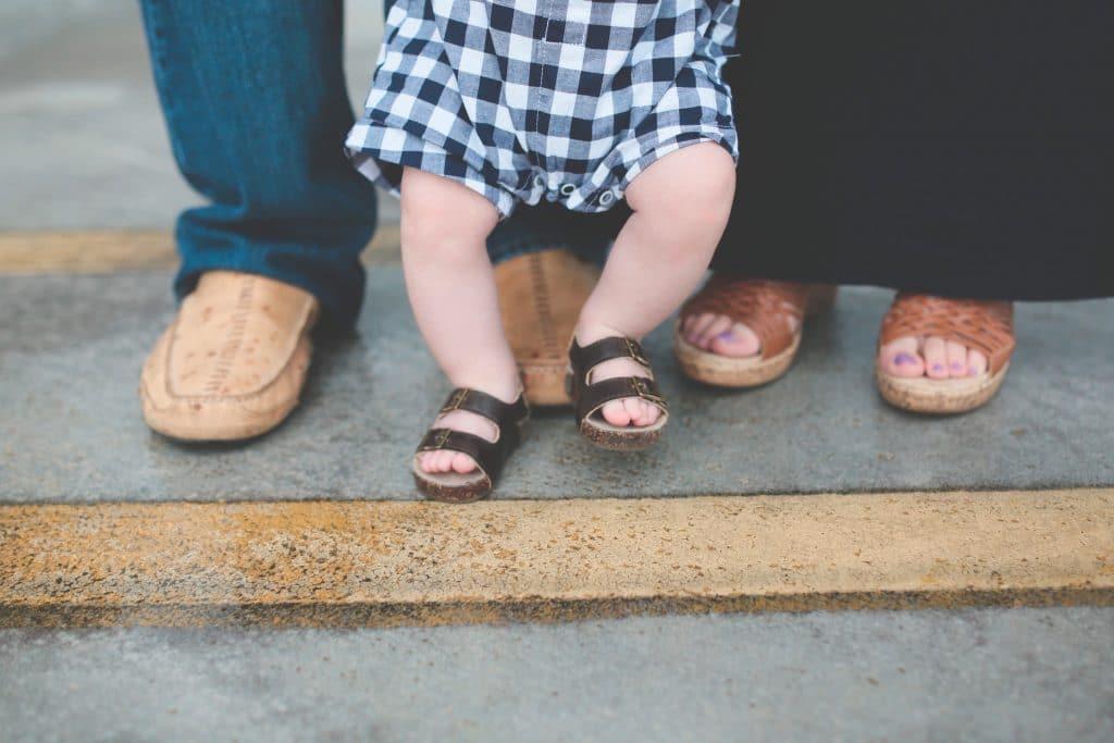 Quand bébé doit-il porter des chaussures?