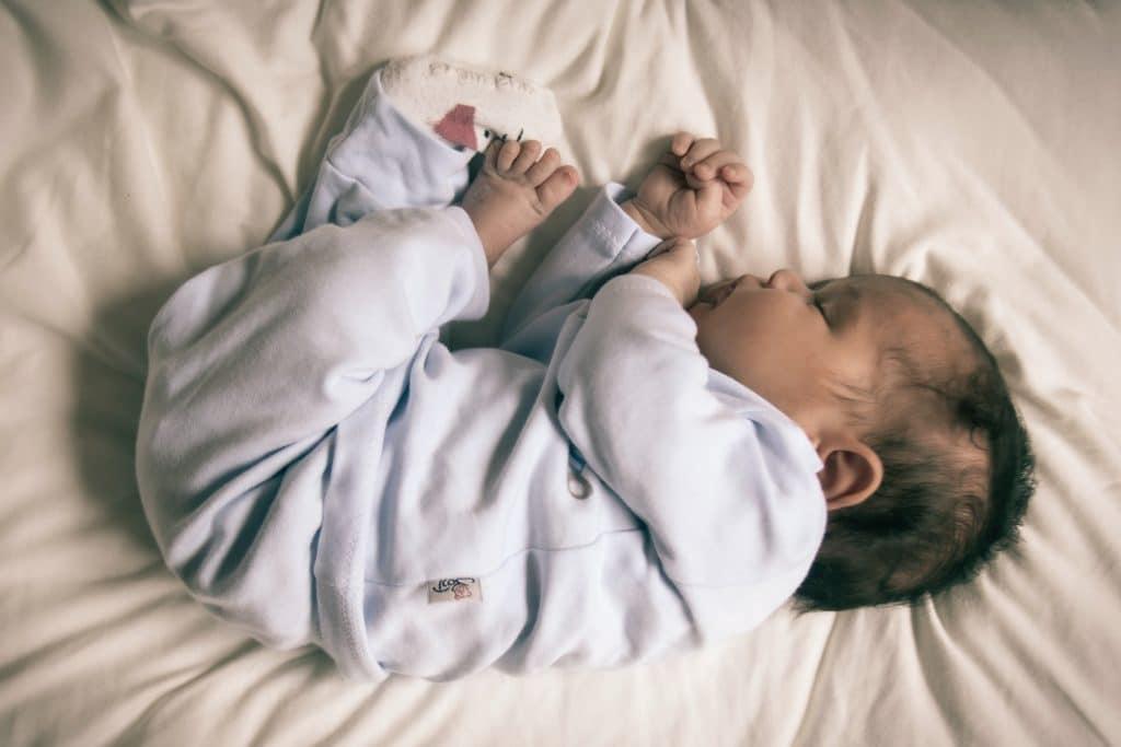 Comment habiller bébé pour dormir?
