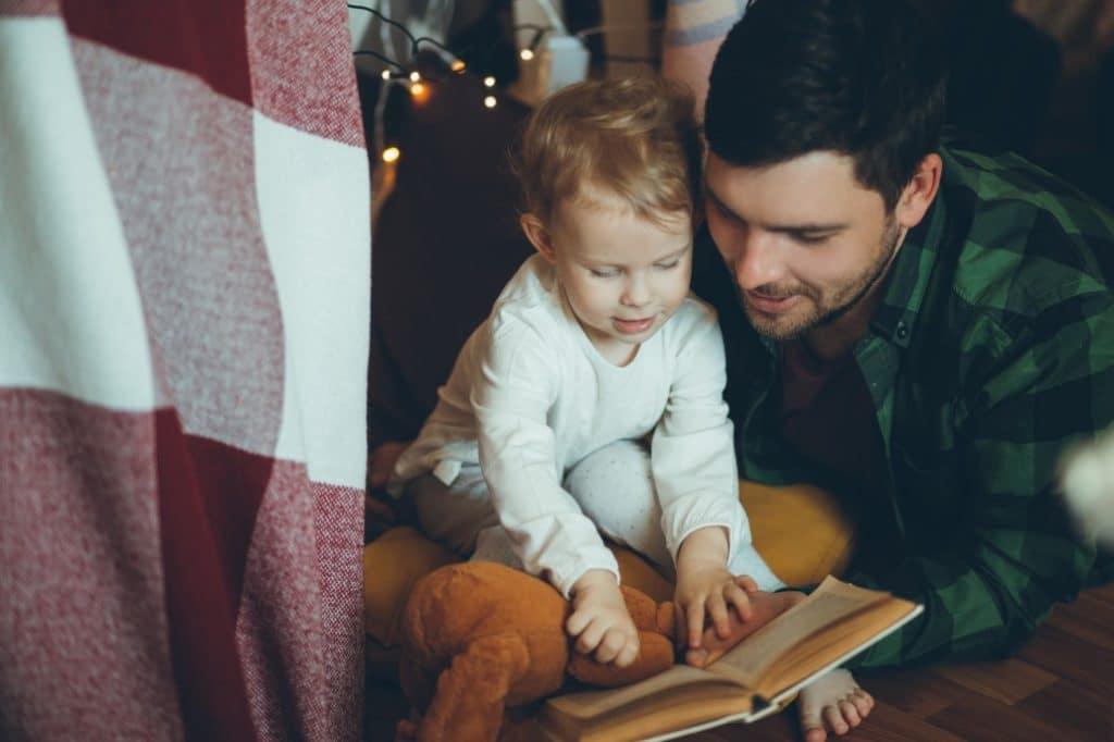 Apprendre à lire à 3 ans : la méthode Montessori