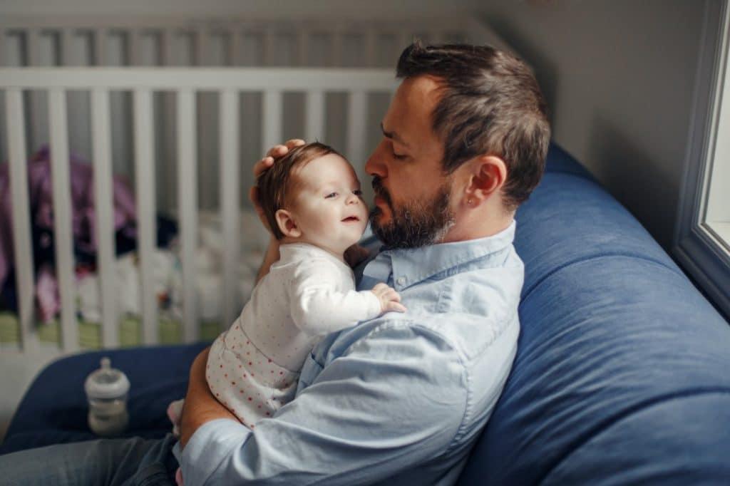 Salarié intérimaire : les conditions à remplir pour son congé paternité