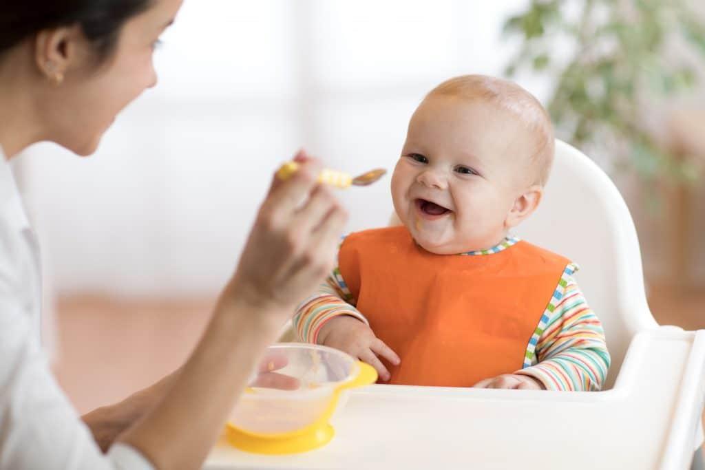 Devenir baby-sitter : comment faire ?