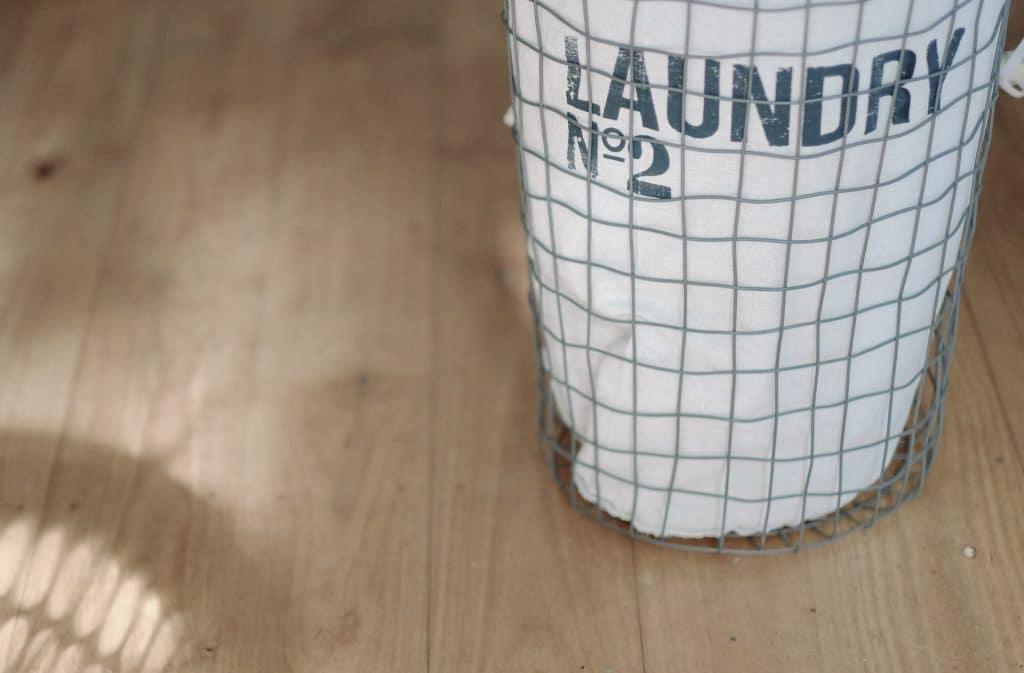 Quelle lessive pour laver les vêtements de bébé ?
