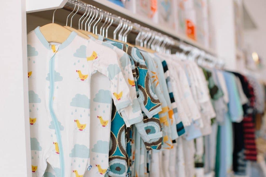Comment laver les premiers vêtements de bébé ?