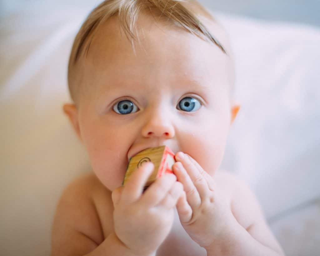 Quand commencer la langue des signes avec bébé ?