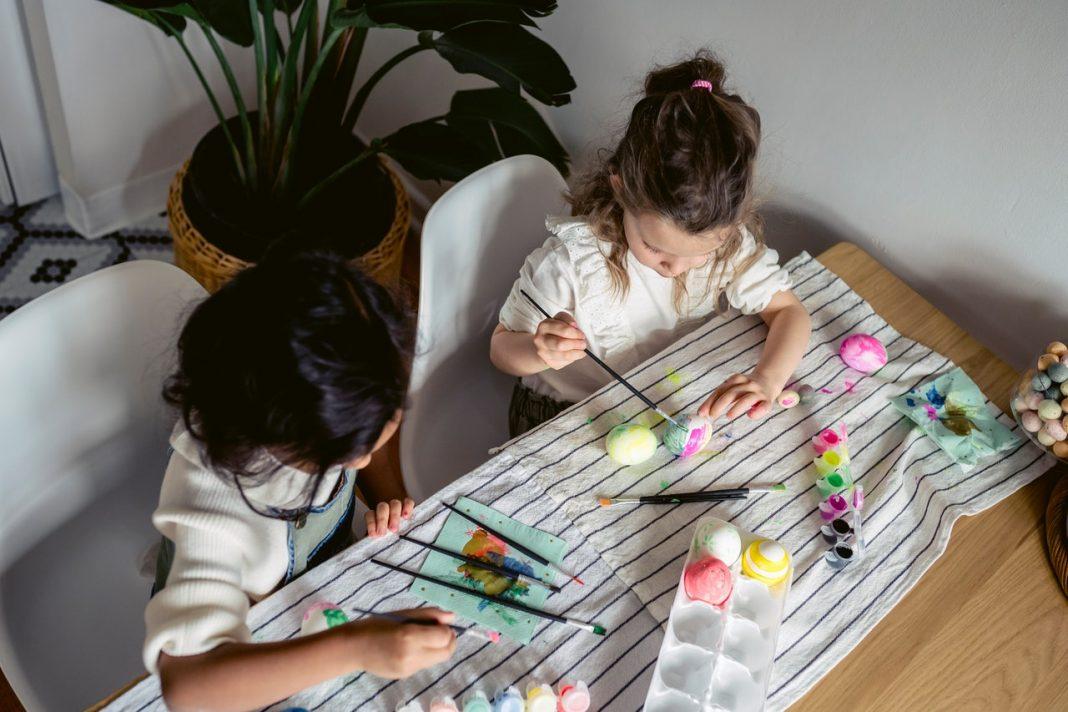 Etiquettes de vêtements enfant : comment les mettre ou les enlever