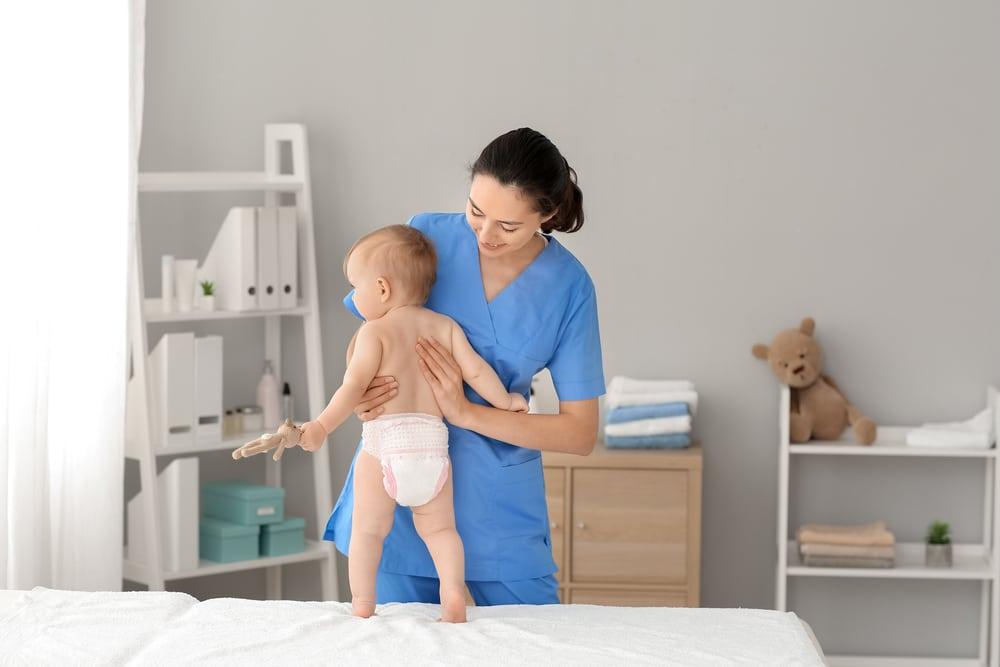 Quand consulter un ostéopathe pour bébé ?